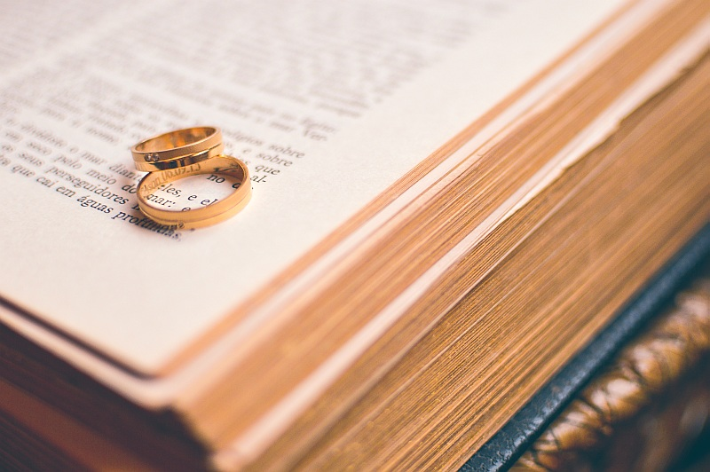 Photo: Wedding rings by Ciao